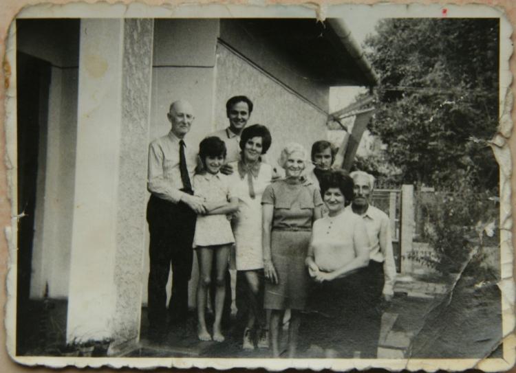 Vulturilor 12, familia, 1974