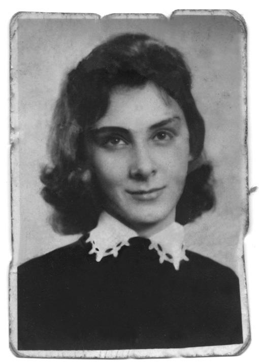 Maria Drăgoi, născută Toth, elevă