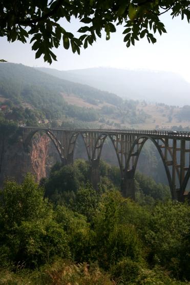 Viaductul Tara