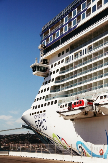 Norwegian Epic, forward