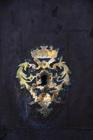 Poarta catedralei, motiv