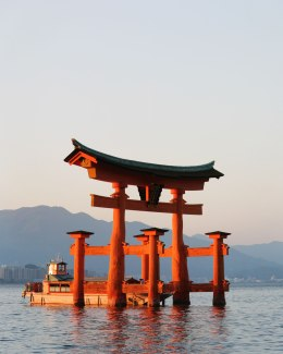 Itsukushima Shrine, Torii ( 34.297149, 132.316935 )