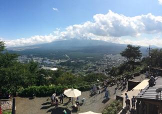 Funicularul Kachikachi-yama Ropeway, deasupra lacului Kawaguchi ( 35.504196, 138.771592 )