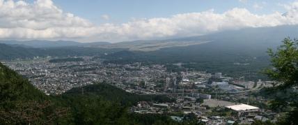 Fujiyoshida - Muntele Fuji la dreapta