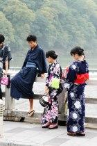 """Tineri pe pod, Arashiyamahigashi Park ( 35°00'41.3""""N 135°40'38.8""""E )"""
