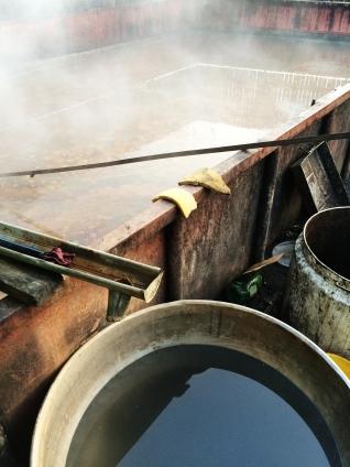Containerul cu borhot deversat după distilare